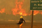 Incendi in California, gia' devastati 11 mila ettari