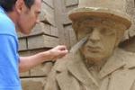 Chaplin diventa una scultura: in Polonia l'opera di Borecki
