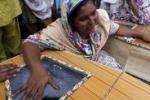 Kamikaze in chiesa, strage in Pakistan: le immagini