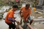 Super tifone travolge le Filippine, centinaia di morti: le immagini