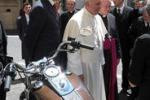 Il Papa mette all'asta la sua Harley: i fondi alla Caritas