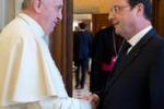 Hollande incontra Papa Francesco: tutte le immagini
