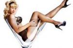 Il 2012 delle hostess di volo tra pose sexy e curve prorompenti