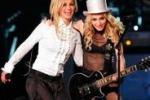 """""""Baciami ancora Britney"""": su Twitter l'appello di Madonna"""