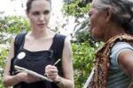 Angelina Jolie tra i rifugiati in Ecuador