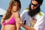 """Cannes, Elisabetta Canalis sexy sullo yacht del """"dittatore"""""""