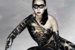 """Tendenze, il bodypainting """"veste"""" Catwoman"""