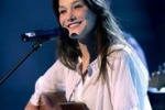 Musica, Carla Bruni torna in studio per Enrico Macias