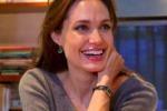 Angelina Jolie: i miei figli adorano mangiare grilli fritti