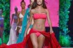 Sexy sfilata in bikini per l'ex velina Federica Nargi