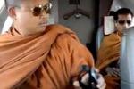 Monaci buddisti viaggiano su un jet privato: è polemica