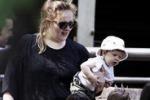 Adele, prima uscita pubblica con il piccolo Angelo