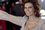 Sofia Loren torna sul set tra i vicoli di Napoli