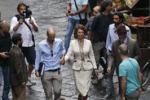Sofia Loren, ciak tra i vicoli di Napoli: folla in delirio