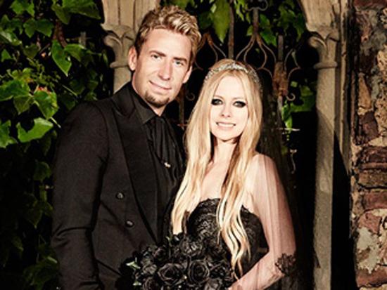 Avril Lavigne Matrimonio In Nero : Avril lavigne si è sposata in abito nero giornale di