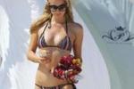 Paris Hilton, le immagini della vacanza a Malibù