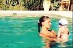 Video sul web, Belen in piscina gioca con il piccolo Santi