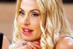 Valeria Marini è incinta? La showgirl smentisce: tutto falso