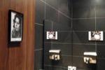 Foto di Totò e della Loren per indicare i bagni: è polemica