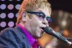 Elton John a Berlino: l'ultimo brano e' per Angela Merkel