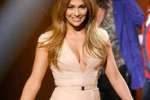 """The boy next door"", Jennifer Lopez torna sul set"