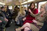 Londra, Kate e William tra la gente in metropolitana