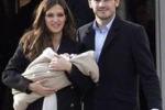 Carbonero e Casillas genitori, prima uscita col figlio Martin
