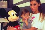 Belen e Santiago, scatto con... Mickey Mouse