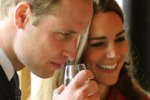 Visita in Scozia, William e Kate bevono whisky