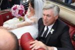 Carlo Ancelotti accompagna la figlia all'altare: le immagini