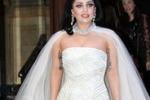 In giro in abito da sposa, nozze in vista per Lady Gaga?