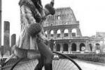 Da 40 anni si cammina a piedi la domenica: le foto del 1973