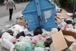 Messina, i rifiuti invadono i marciapiedi