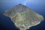 Scoprire i vulcani delle Eolie, a Stromboli e Vulcano riaprono gli 'Info point' dell'Ingv