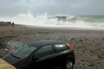 Maltempo, violenta mareggiata a Letojanni