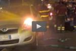 Messina, auto in bilico sui binari del tram: le immagini