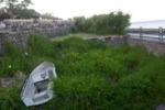 Dalle auto alle barche: carcasse vista mare a Salina