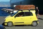 Auto con una bara sul tetto, stupore al porto di Messina