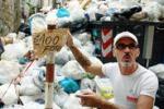 Palermo, il centro storico invaso dai rifiuti: le immagini