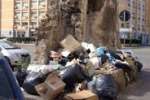 La foto: a Palermo rifiuti a un passo dall'assessorato