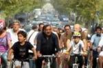 Orlando accetta la sfida: giro in bici per Palermo