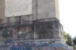 Scritte sui monumenti a Palermo, le immagini