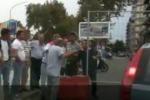 Palermo, cancello per strada per protesta: traffico bloccato in corso Tukory