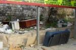 Cronache loro, discarica vicino a una scuola a Palermo