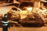 Crollano due palazzine a Palermo, le immagini