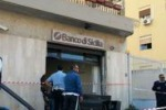 Scardinato bancomat con gru a Palermo, ma la rapina fallisce
