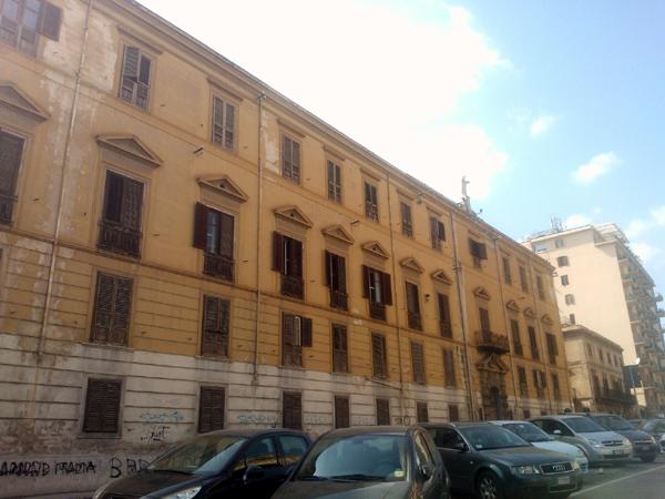 Palermo struttura occupata dai senzacasa apre ai for Planimetrie dell interno della casa all aperto