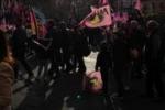Palermo vola in A, tifosi in piazza a festeggiare: le immagini