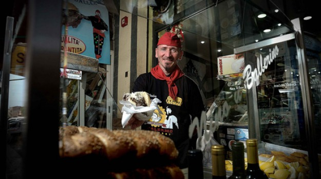 nino u ballerino, panino con la milza, Nino U' Ballerino, Palermo, Società