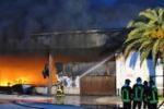 Vittoria, in fiamme un capannone di prodotti per l'agricoltura